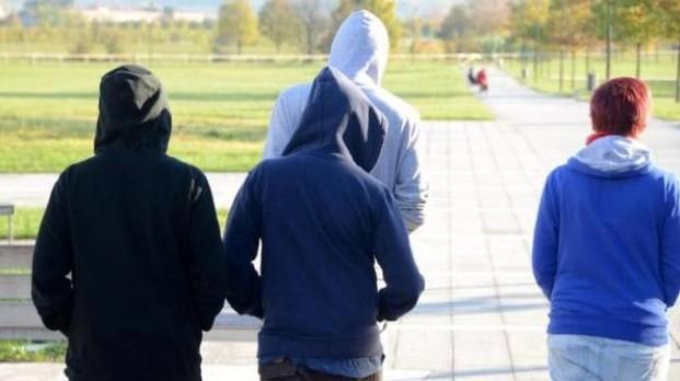 Baby gang, aggrediscono e derubano uno studente: 4 arrestati a Bari