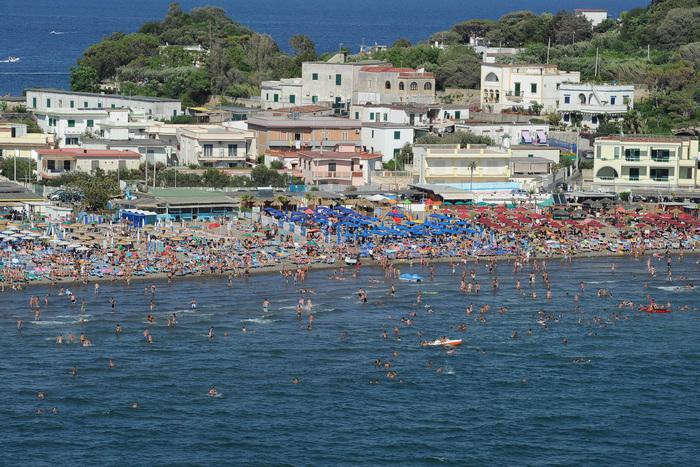 Ormeggiatore muore annegato nel mare di Napoli