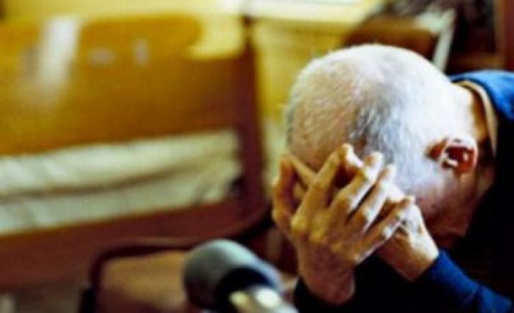 Livorno, badante maltrattava due anziani: interviene la polizia