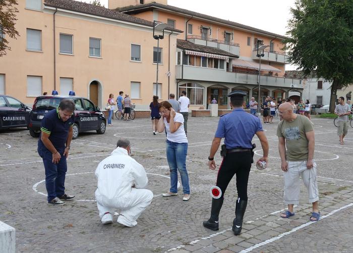 Accoltella passanti per strada: un morto e 3 feriti nel Mantovano