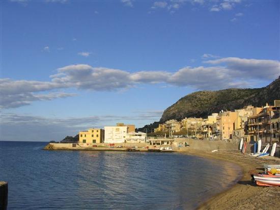 Bagheria, scoperti cinque scarichi anomali nel mare di Aspra