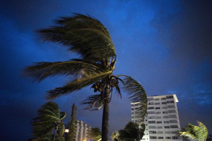 L'Uragano Dorian comincia a provocare morti: cadaveri sulle strade delle Bahamas