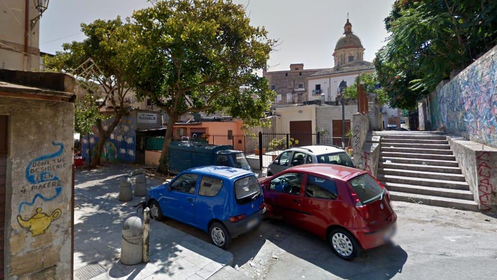 Palermo, 26enne aggredito e picchiato da 5 persone a Ballarò per rapinarlo