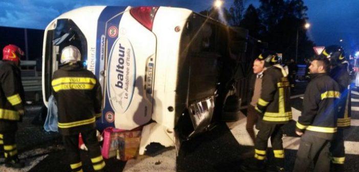 Incidenti, un pullman si ribalta a Villa San Giovanni: 15 feriti