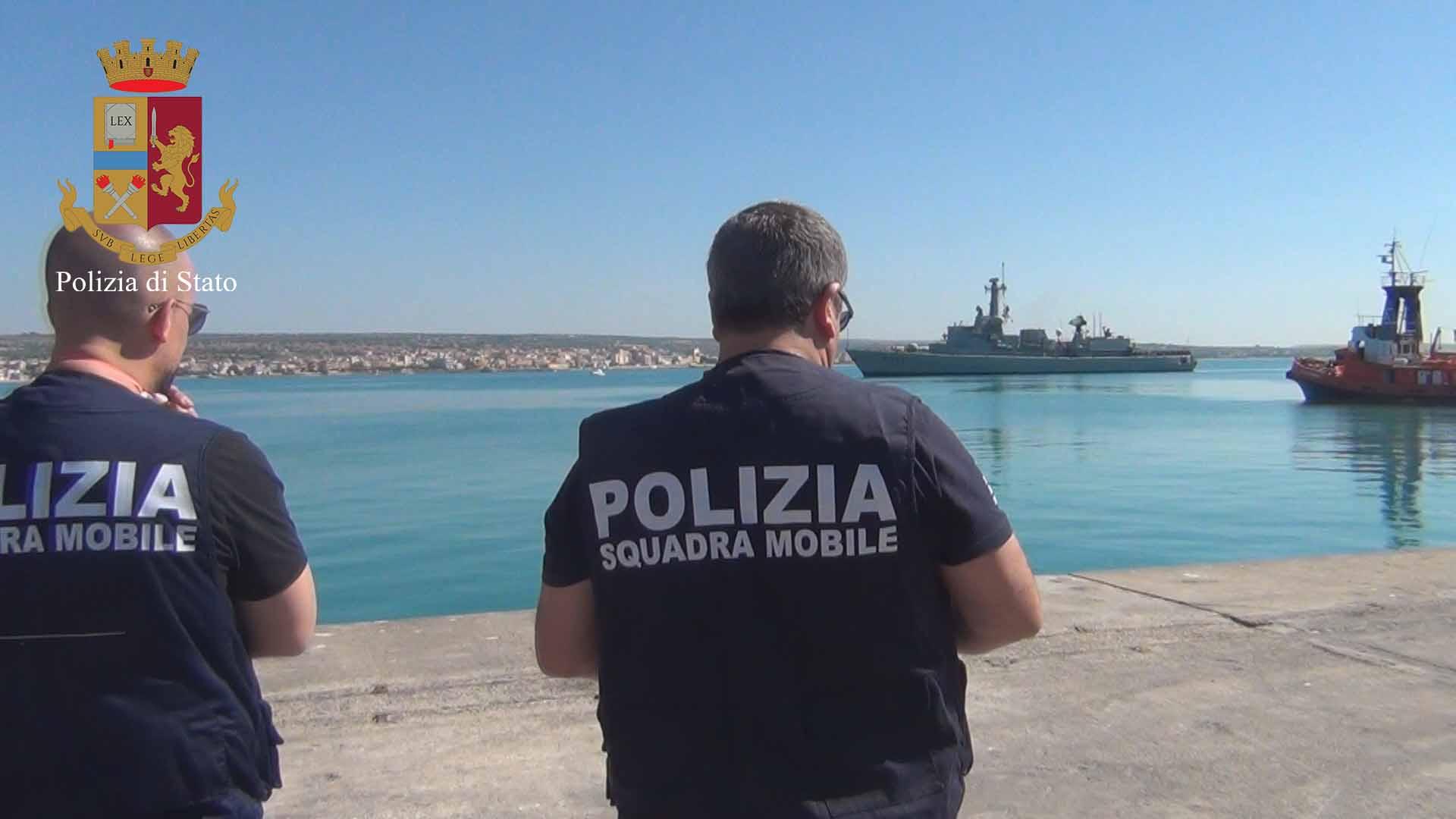 Lo sbarco dei 156 migranti a Pozzallo, individuato lo scafista ivoriano