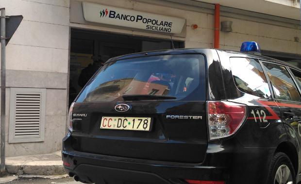 Rapinarono 32 mila euro in una banca nel Palermitano, tre arresti