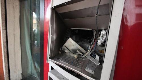 Potenza, assaltavano bancomat con epslosivo: cinque arresti