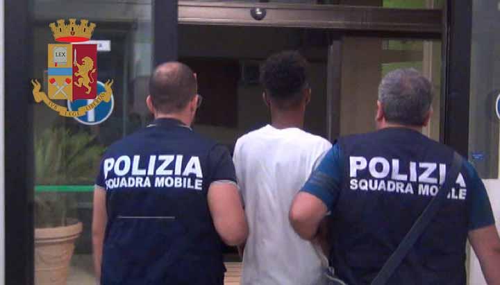 Vende droga vicino la chiesa di Ragusa Ibla: arrestato 19enne