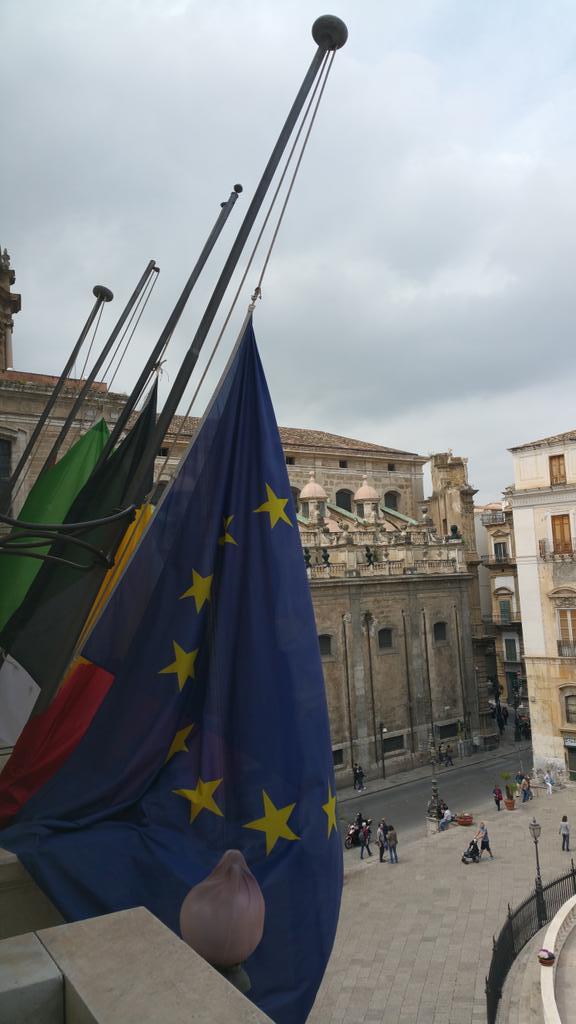 Bandiere a mezz'asta alla Regione siciliana per le vittime di Casteldaccia