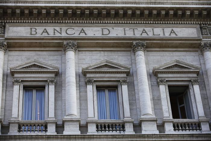 Bankitalia: i costi dei conti correnti calano da 85 a 77 euro
