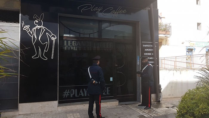 Incendio doloso, a Floridia in fiamme il bar play coffee