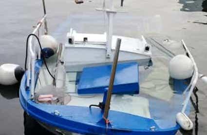 Barca urta sugli scogli, pescatore muore a Isola delle Femmine