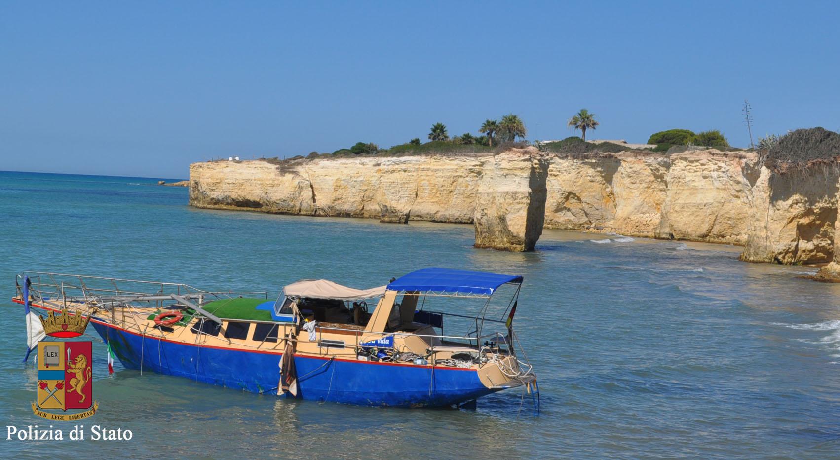 """Depredata la barca dei migranti,  individuato lo """"sciacallo"""": è di Ispica"""