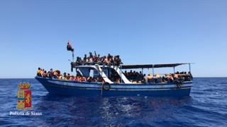 Migranti: sbarcati in 389 a Pozzallo, fermati cinque presunti scafisti
