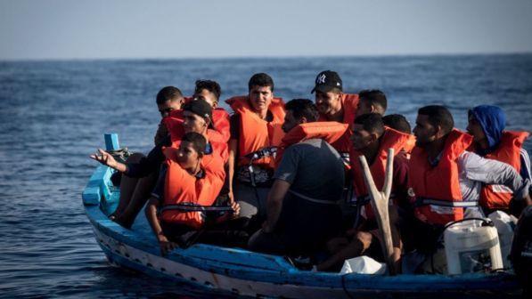 Nuovo mini sbarco a Lampedusa, tredici migranti su un barchino