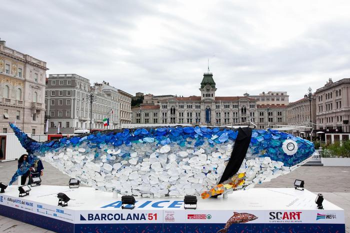 La sparatoria in Questura a Trieste, bandiere a mezz'asta e città in lutto