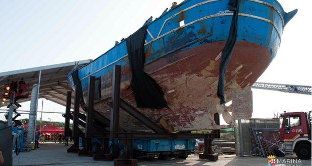 Il barcone dei 700  migranti morti, da Augusta alla Biennale di Venezia