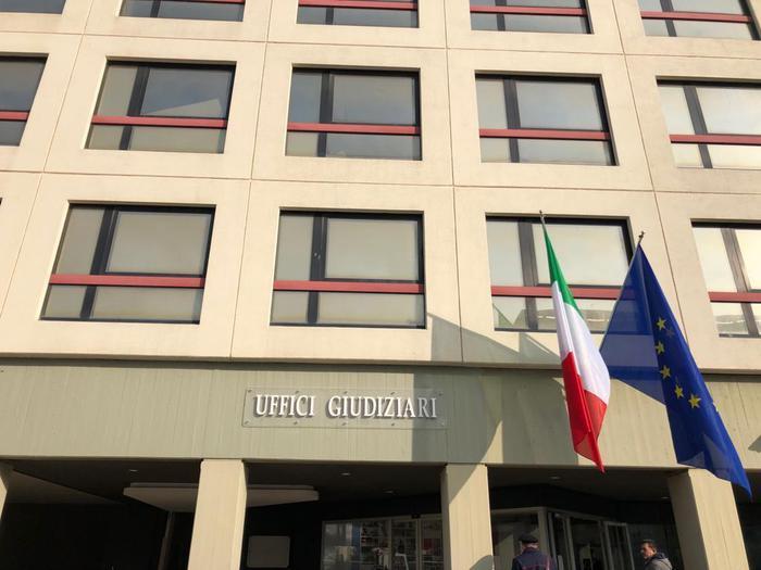 Tangenti, arrestati a Bari due ex ispettori della polizia provinciale e due imprenditori