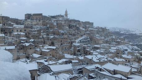 La Basilicata si sveglia sotto la neve, imbiancati i Sassi di Matera