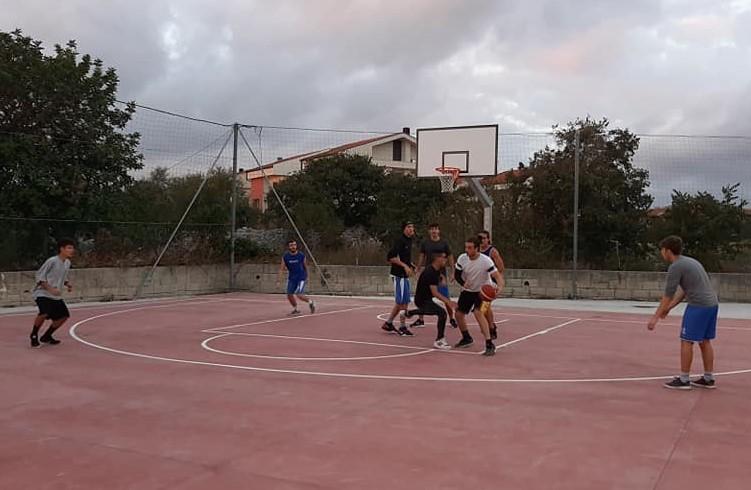 Modica, inaugurato il campo di basket in Via Sulsenti al quartiere Sorda