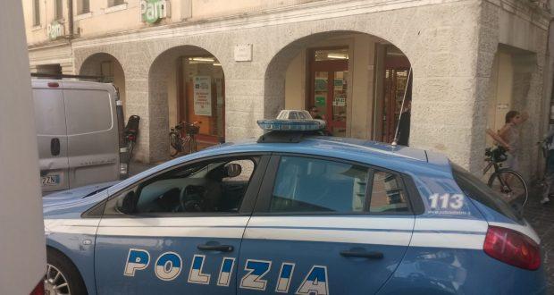 Beccata mentre ruba un prodotto da 350 euro, denunciata a Catania