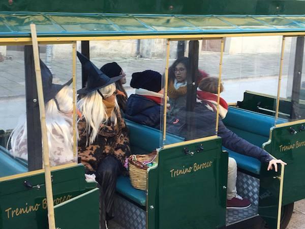 Natale barocco, le Befane arrivano con il trenino a Ragusa Ibla