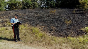 Belvedere di Siracusa, appiccano il fuoco in un terreno: arrestati due ragazzi