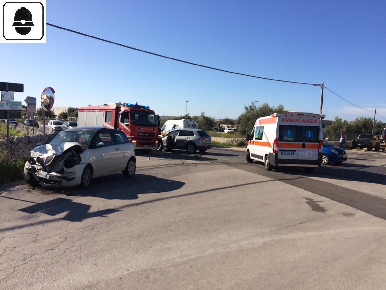 Modica, scontro fra due auto in contrada Beneventano: tre feriti