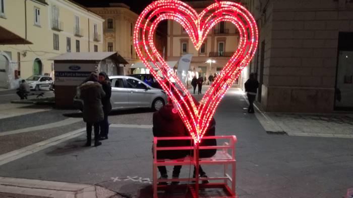 San Valentino, a Benevento il bacio da record