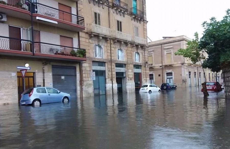 Nubifragio a Siracusa, prime strade allagate: a Palermo chiuso il sottopasso di via La Malfa