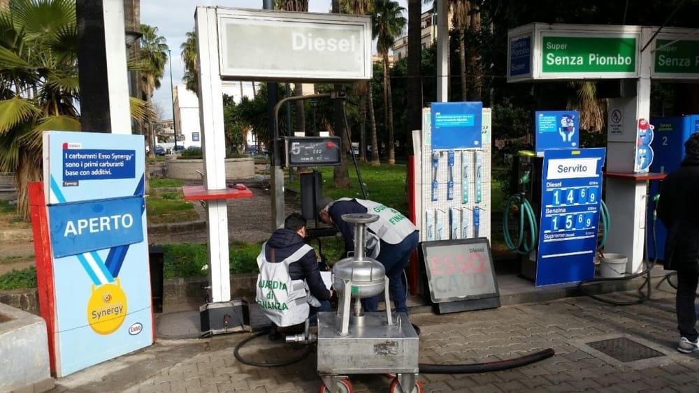 La Finanza sequestra a Palermo un distributore di carburanti