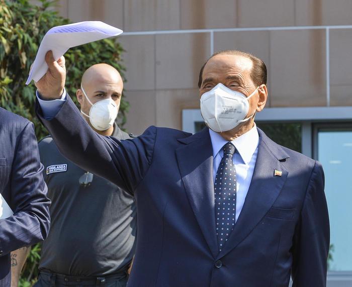 """Berlusconi lascia il San Raffaele: """"La mia prova più pericolosa"""""""