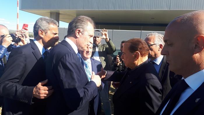 """Berlusconi a Pisticci: """"Impensabile che in Basilicata non ci sia un aeroporto"""""""