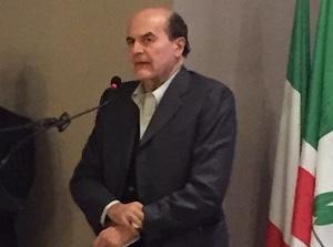 """L'onorevole del """"No"""" a Siracusa, il faccia a faccia di Bersani con i cittadini"""