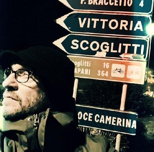 """Musica: una foto di Antonacci scatena fans, """"perso in Sicilia"""""""