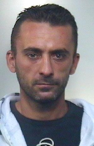 Minaccia e aggredisce i genitori per avere soldi: arrestato nel Catanese