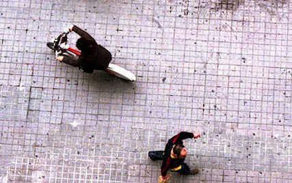 Avola, circolava in moto sui marciapiedi: preso dopo inseguimento