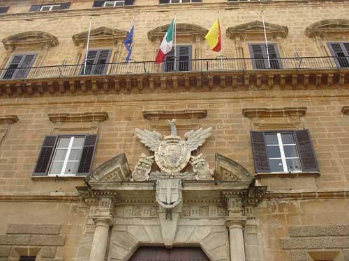 Non basta il no del M5s, sanatoria per gli stipendi dei super burocrati della Regione siciliana