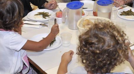 Scuola, 35 bimbi intossicati dal cibo della mensa a Trapani