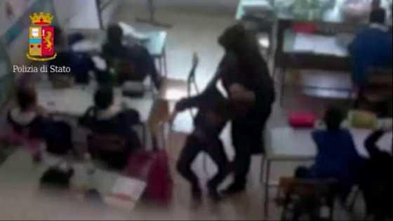 Botte agli alunni, 4 maestre sospese un anno