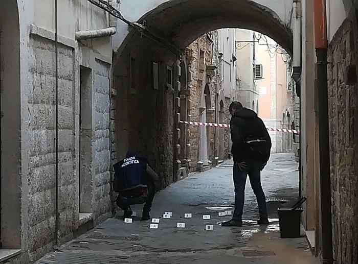 Sparatoria a Bitonto, anziana tenuta come scudo assassinata