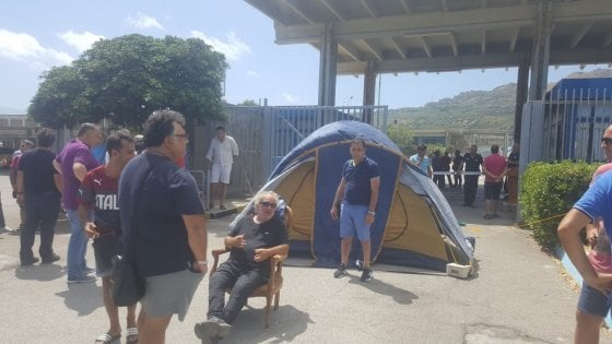 """Blutec, Di Maio: """"Norma urgente per la cassa integrazione"""""""