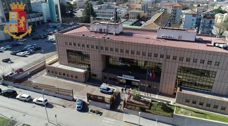 Rivolta nel carcere di Benevento, cinque agenti finiscono in ospedale