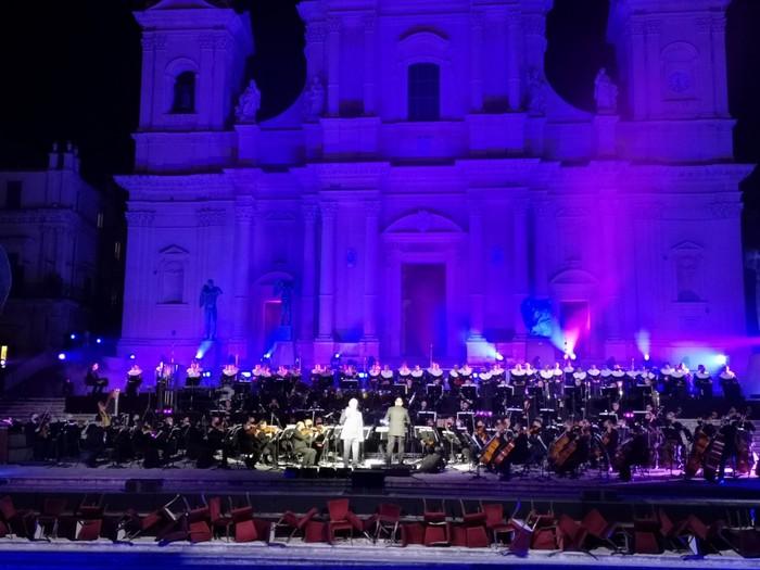Concerto di Bocelli a Noto in tempo di covid: indignazione del M5s