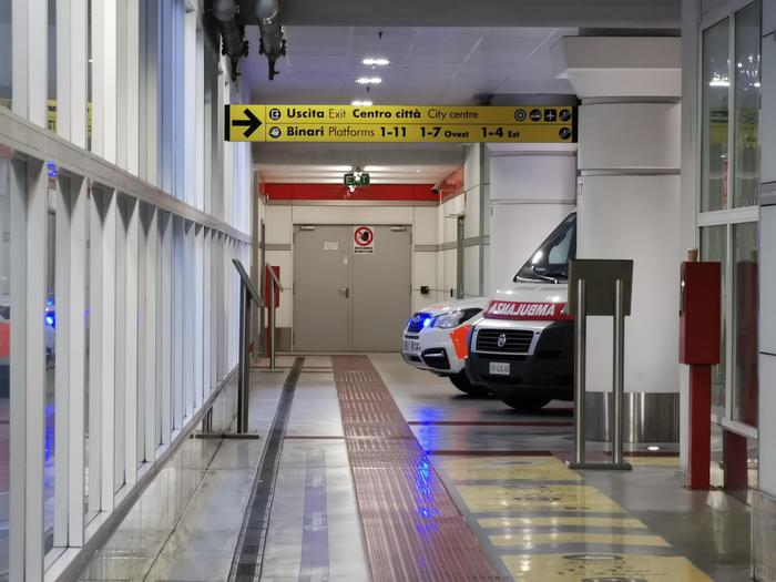 Donna accoltellata sul treno a Bologna: catturato l'aggressore