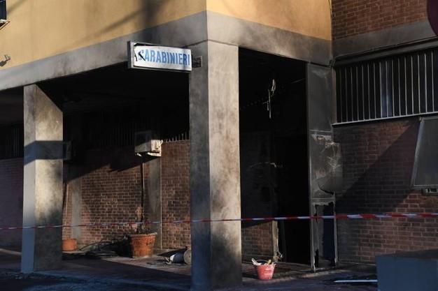 Attacco esplosivo a una stazione dei carabinieri alla periferia di Bologna