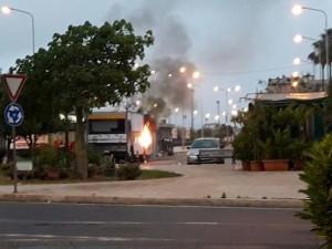Bomba artigianale prima dell'alba a Siracusa contro una panineria: forse è racket