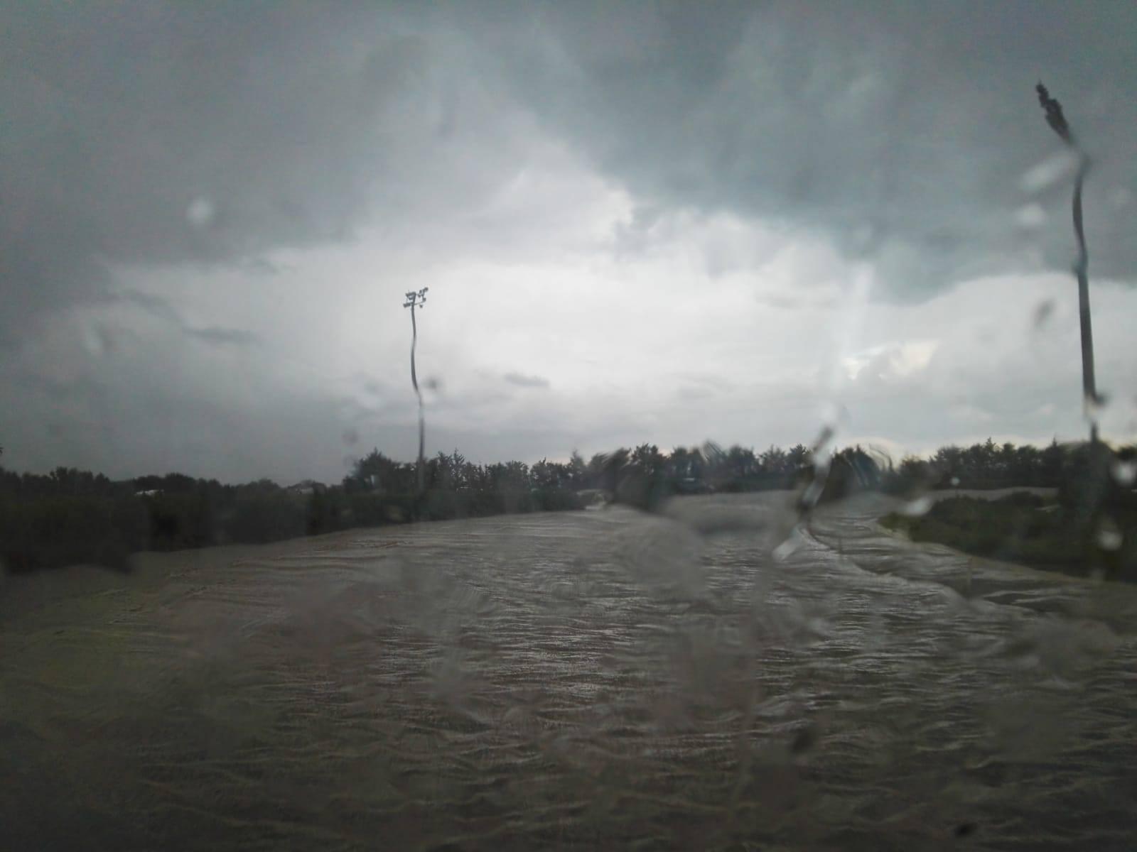 Galoppo a Siracusa, solo la prima corsa: poi arriva una bomba d'acqua