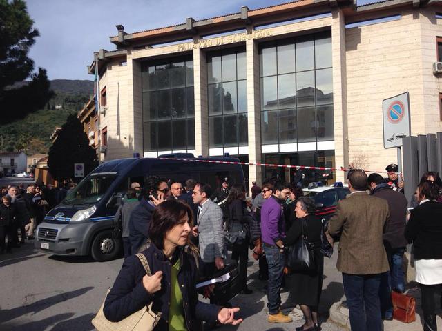 Patti, allarme bomba al tribunale: uffici evacuati