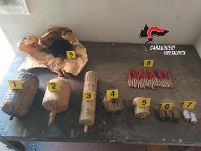 Trovati 30 chili di materiale esplodente nel Vibonese: un denunciato